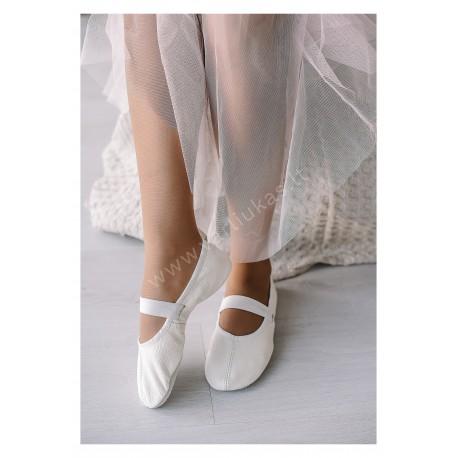 Baltos šokių tapkutės, češkės