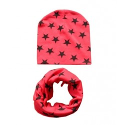 Raudonas komplektukas: kepurytė su mova