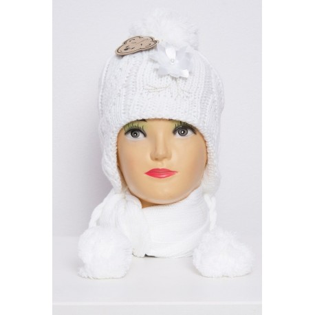 Baltas komplektukas: kepurė + šalikėlis