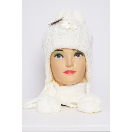 Pieno baltos spalvos komplektukas: kepurė + šalikėlis